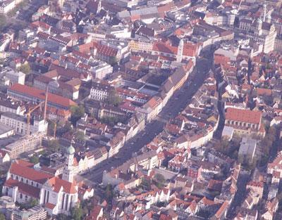 Die Augsburger Maximilianstrasse