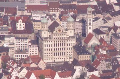 Das Augsburger Rathaus aus der Luft