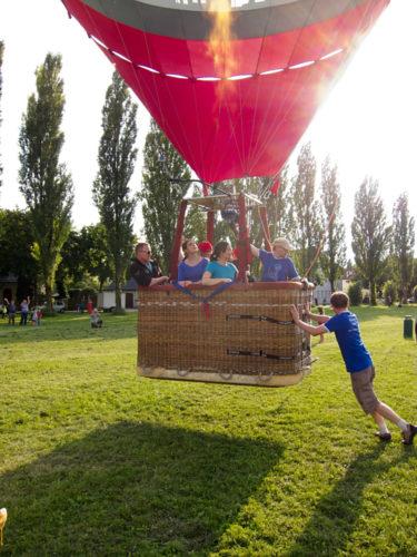 Wie viele Personen sind an Bord des Augsburg-Ballons?